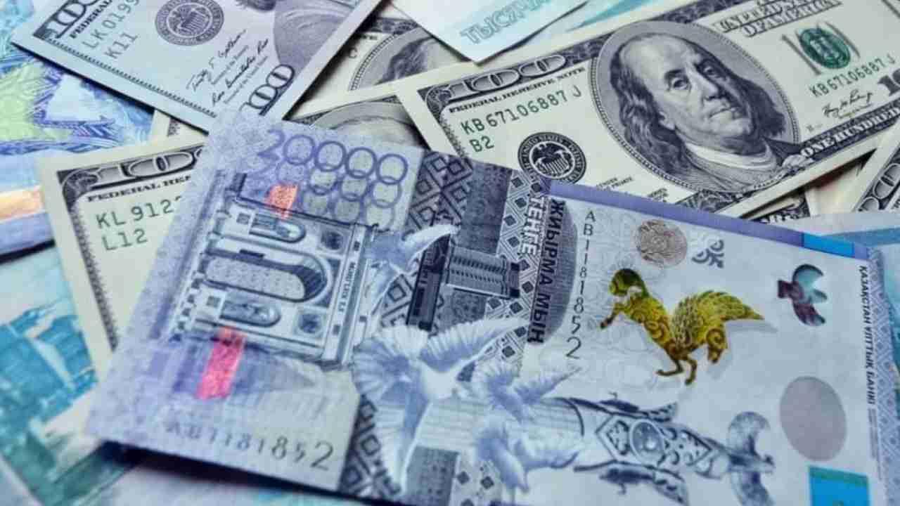 Зарплата в Казахстане: эксперты назвали заработки госслужащих и военных