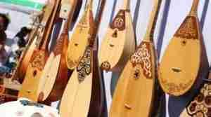 День домбры: история, легенды и интересные факты об инструменте