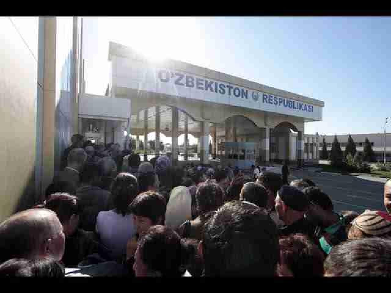 На границе Казахстана и Узбекистана сформировались километровые очереди