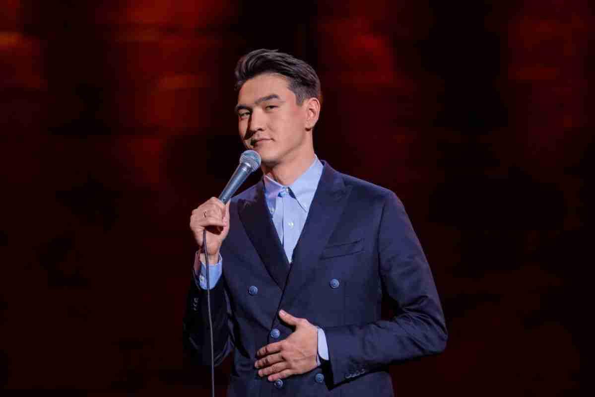 Нурлан Сабуров: как комик из Казахстана стал звездой Stand Up-шоу