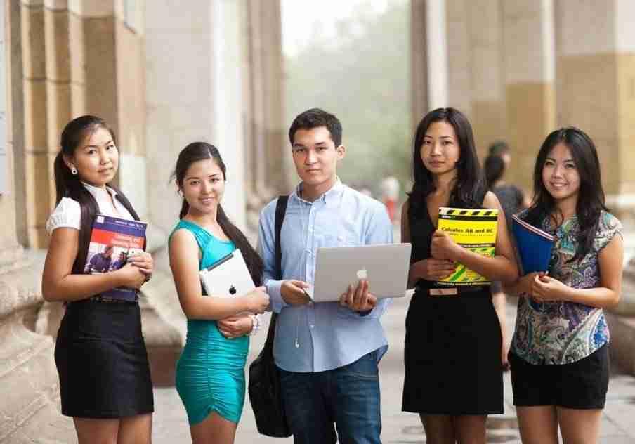 Как будут учиться студенты в Казахстане: пояснения правительства