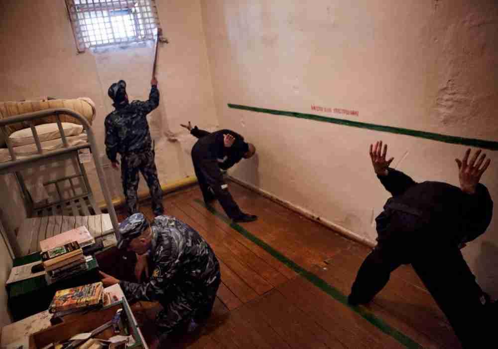 В тюрьмах Казахстана стали чаще унижать и избивать: заявление омбудсмена