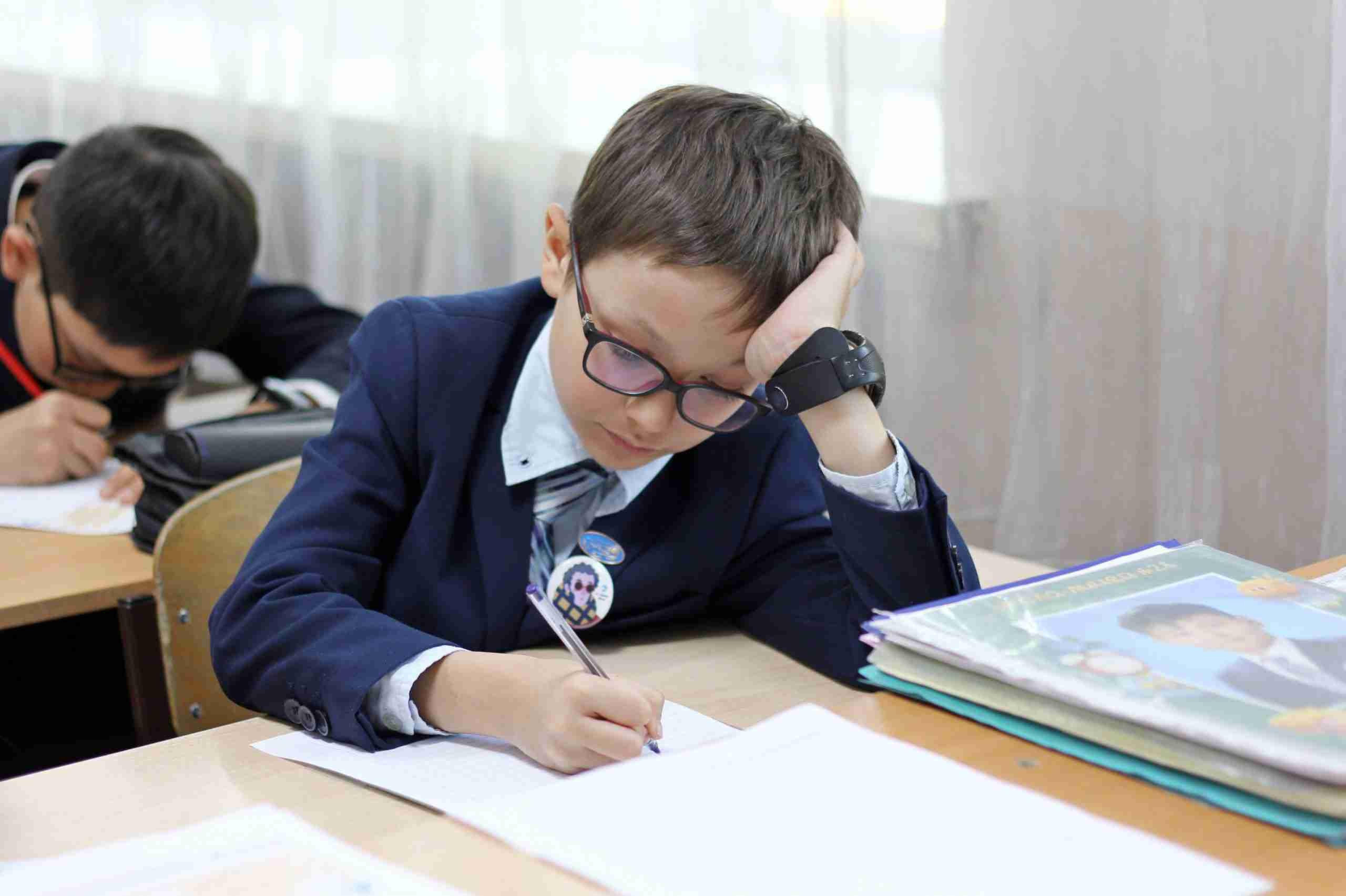 В школах Казахстана отказались от домашних заданий: заявление Минобразования