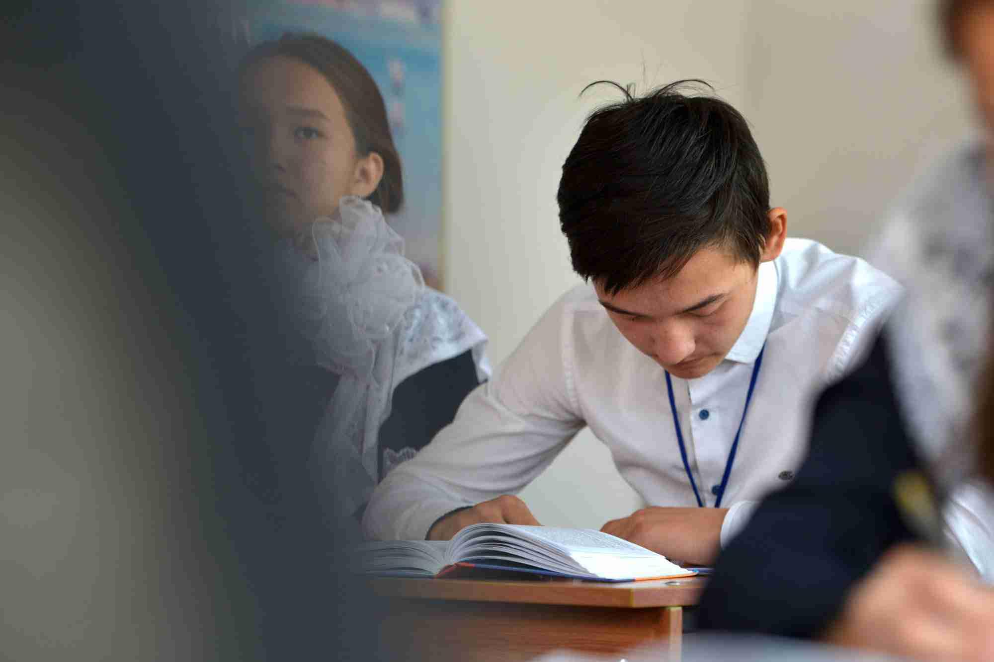 В школах Казахстана отменили обязательное ношение формы