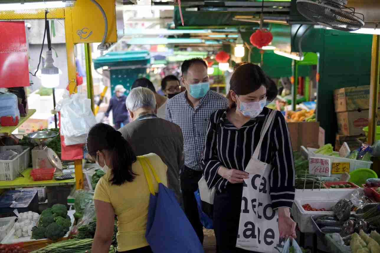 На рынки и в ТРЦ Нур-Султана не будут пускать людей без масок