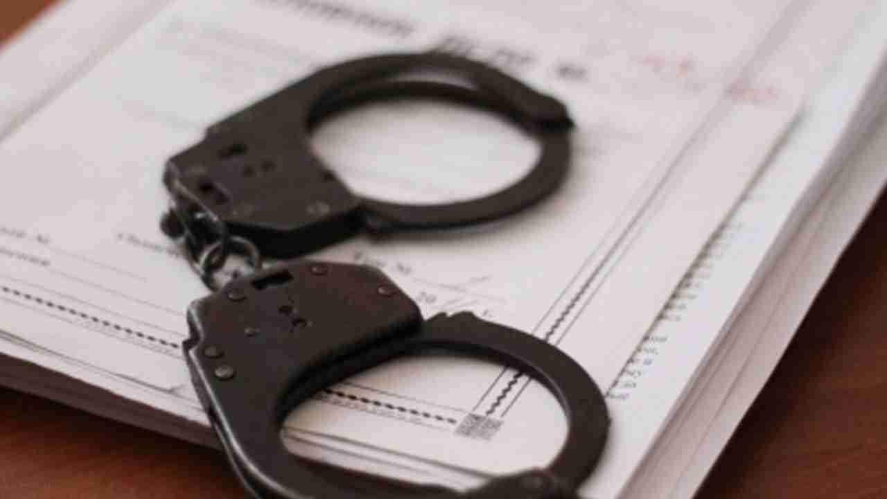 На таможенном посту Нур жолы задержаны восемь человек