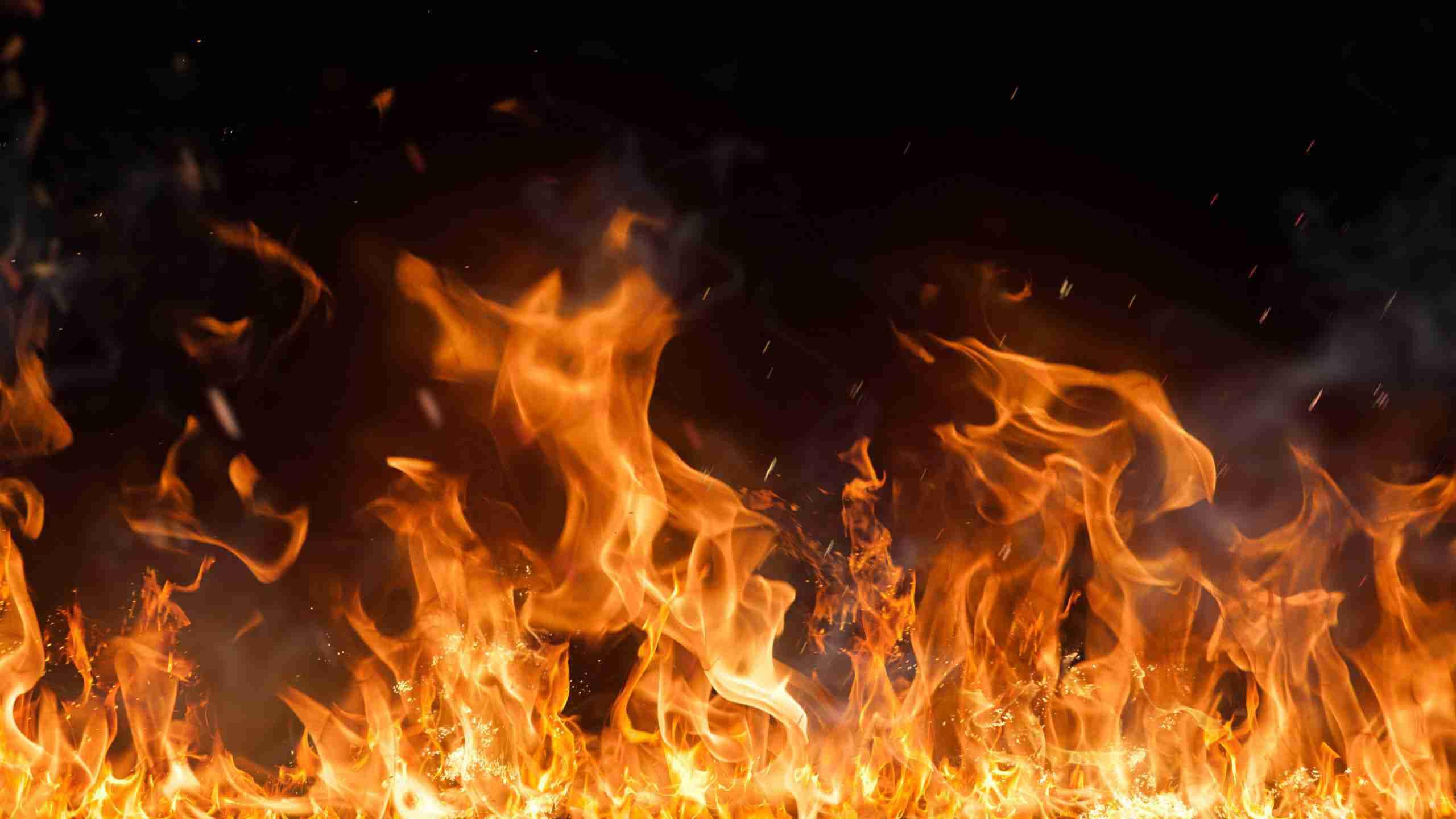 В Алматы водитель наехал на полицейское авто и сгорел заживо