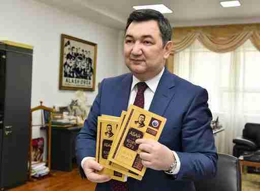 В Нур-Султане презентовали 12 книг в рамках серии Академия Абая