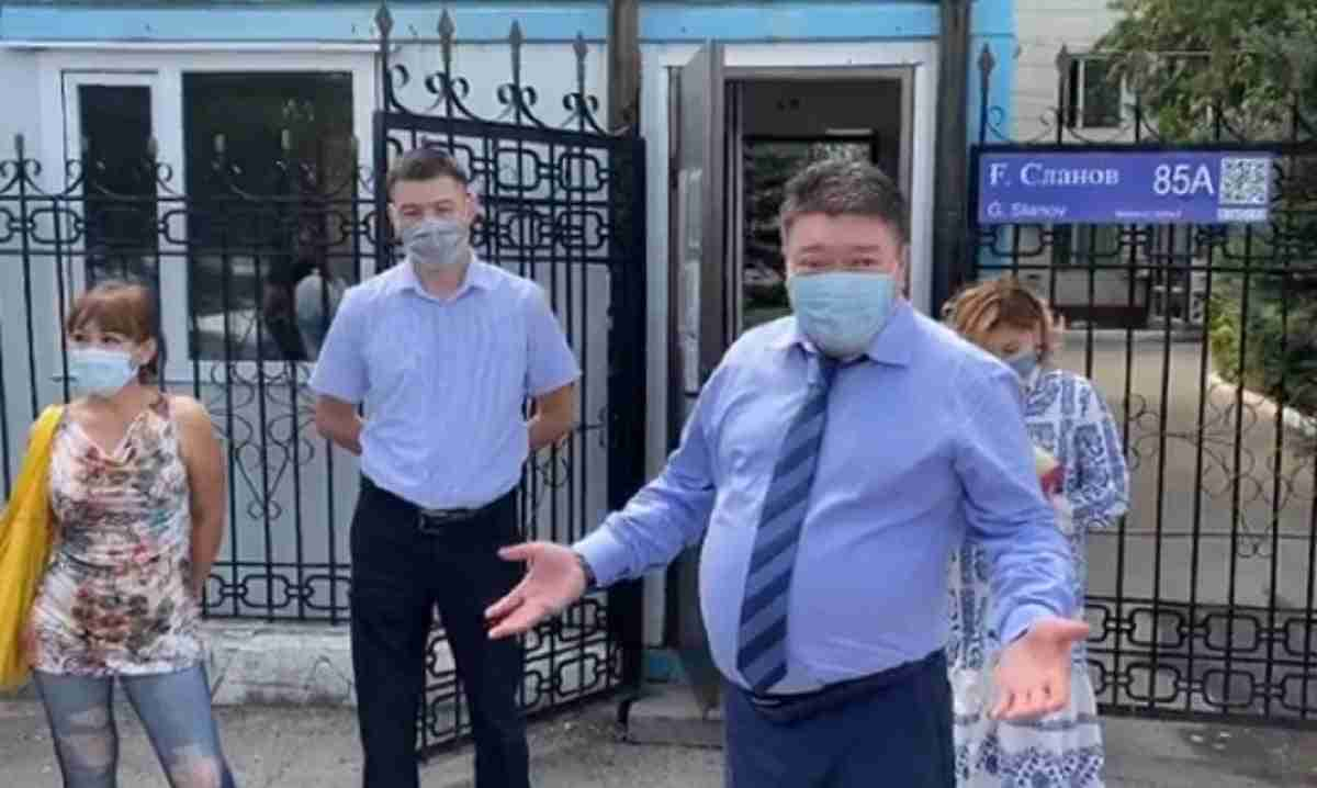 Жителей Талдыкоргана возмутило поведение нового санврача