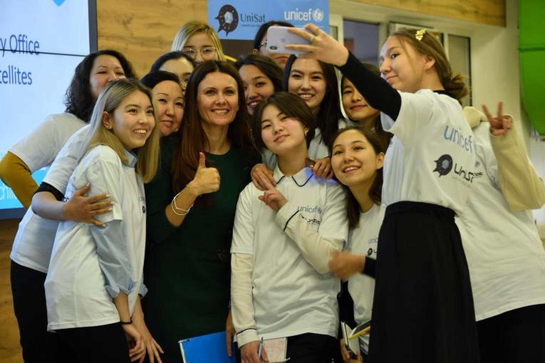 Юные казахстанки поучаствовали в создании наноспутников: фото, видео