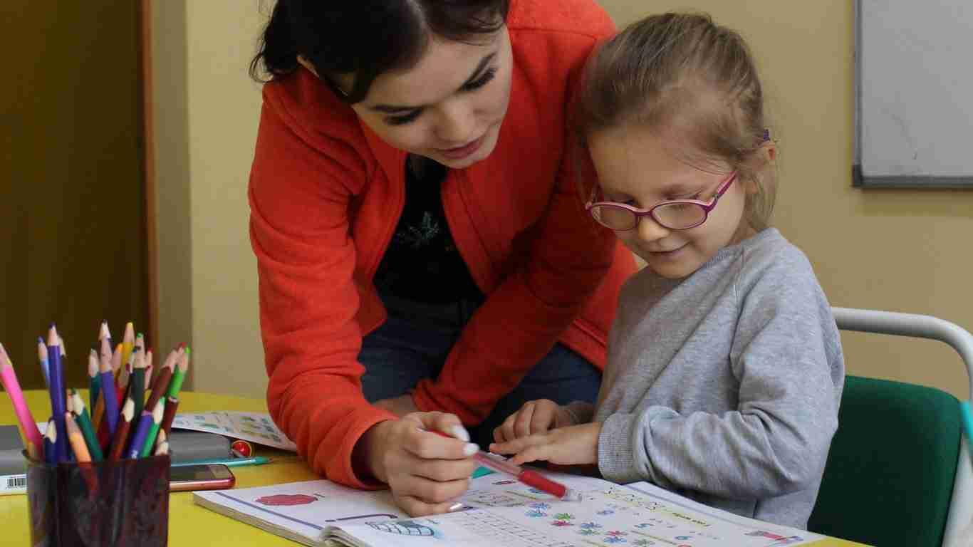 В Нур-Султане открыли горячую линию для школьников и родителей: номер и время работы