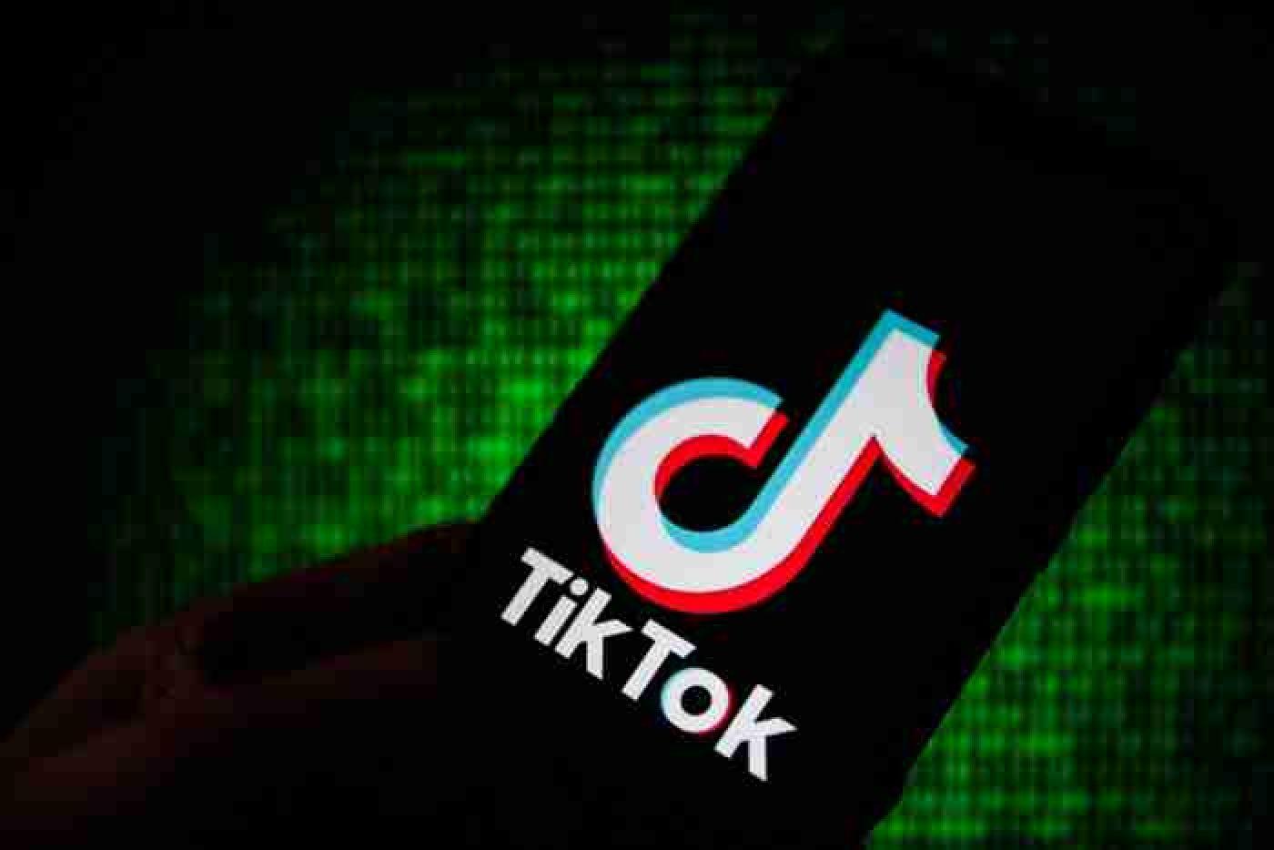Я шагаю по столу, как Назарбаев в Астану: новый тренд TikTok
