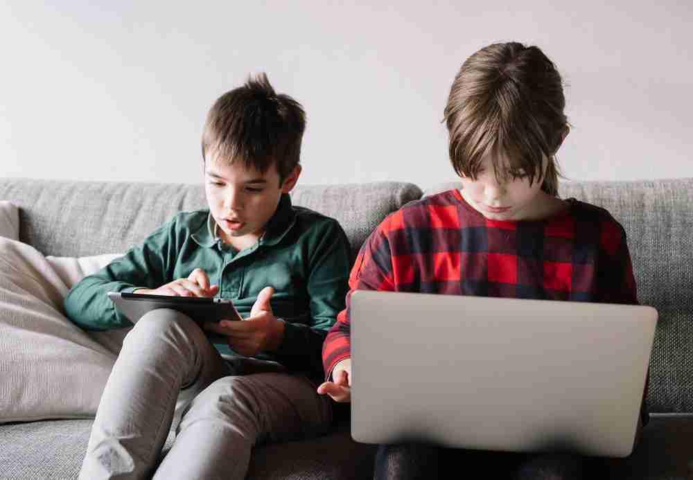 Школьникам Казахстана упростят онлайн-обучение