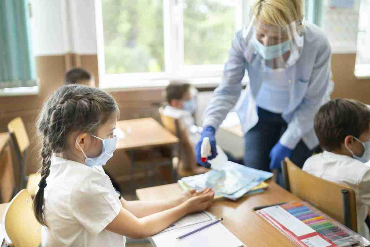 Открытие школ в Алматы: кто вернется в классы