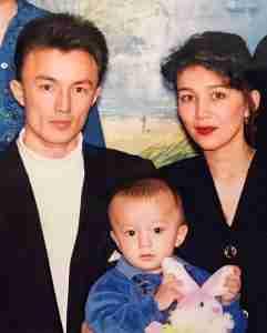 Опубликованы редкие фото родителей Димаша: реакция соцсетей