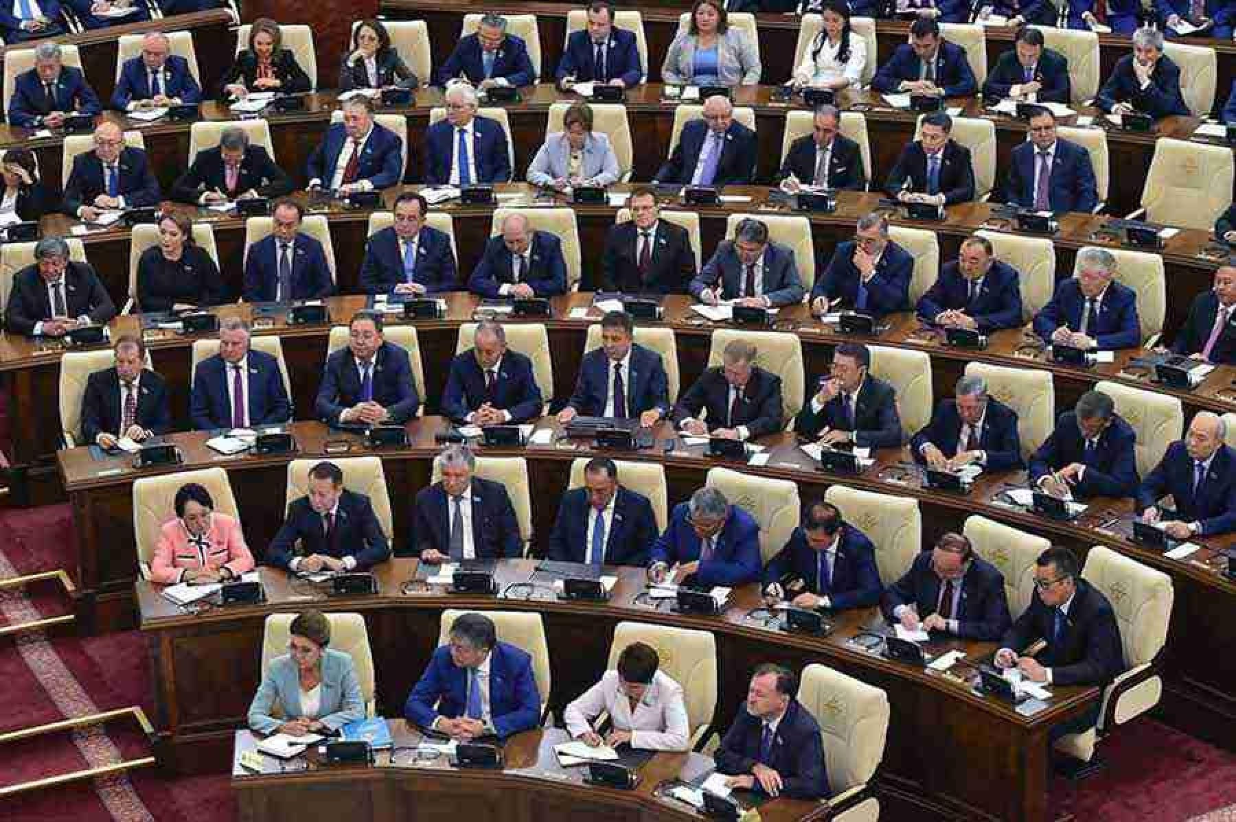 Повышение зарплат в Казахстане: кто и когда получит надбавку