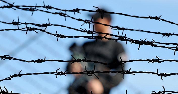 Видео бегства заключенного на глазах у полиции в Таразе стало вирусным