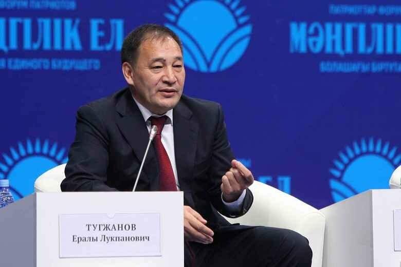 Э. Тугжанов дал указания по подготовке к новому учебному году