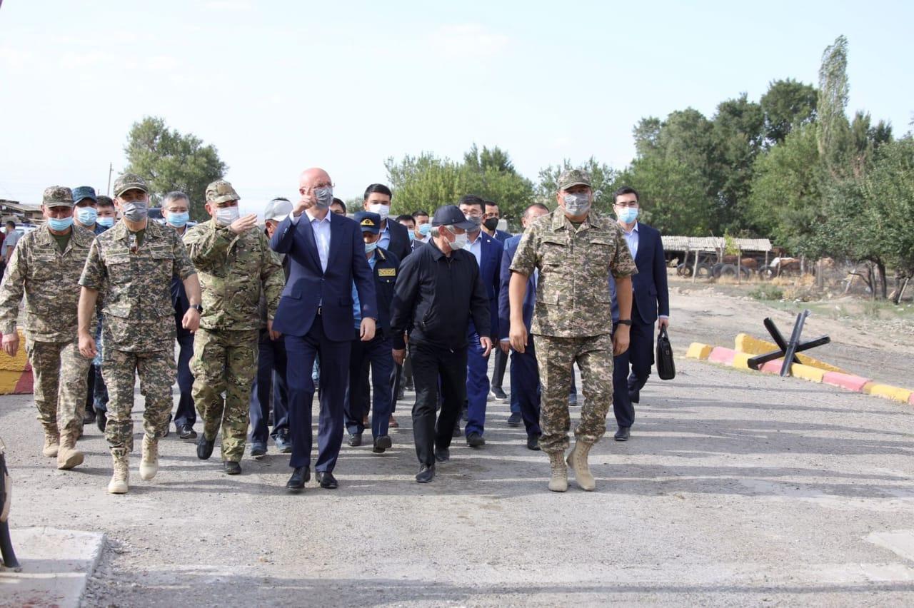 На место происшествия в Байзакском районе побывала правительственная комиссия во главе с Романом Скляром